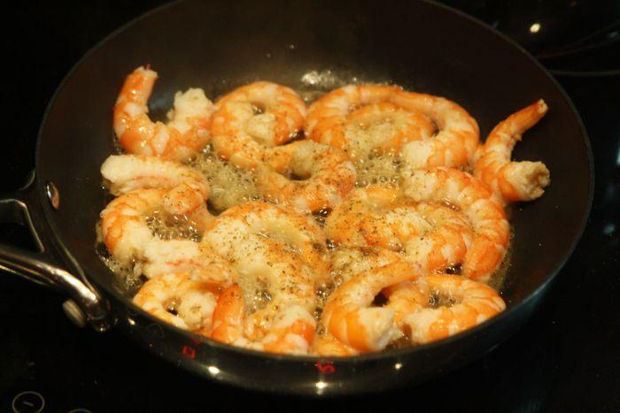 Паста с креветками в сливочном соусе - фото шаг 3