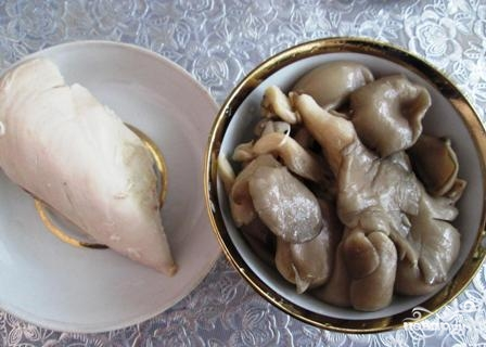 Салат с вешенками и курицей - фото шаг 1