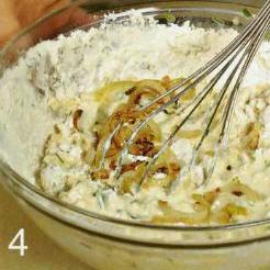 Луковый кекс с сыром - фото шаг 4