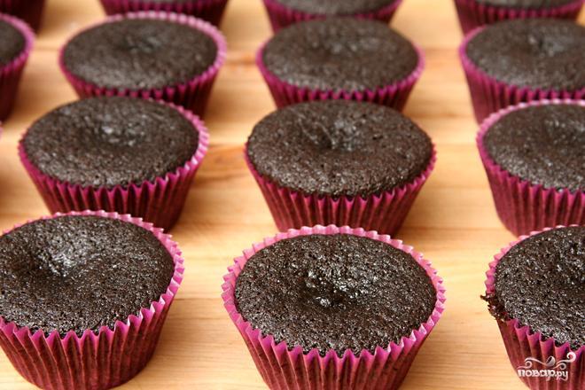 Шоколадные капкейки со сливочным кремом - фото шаг 3
