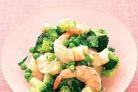 Креветки с брокколи и горошком