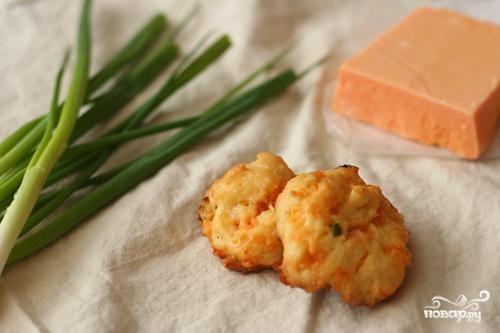 Сырные пуфы с зеленым луком