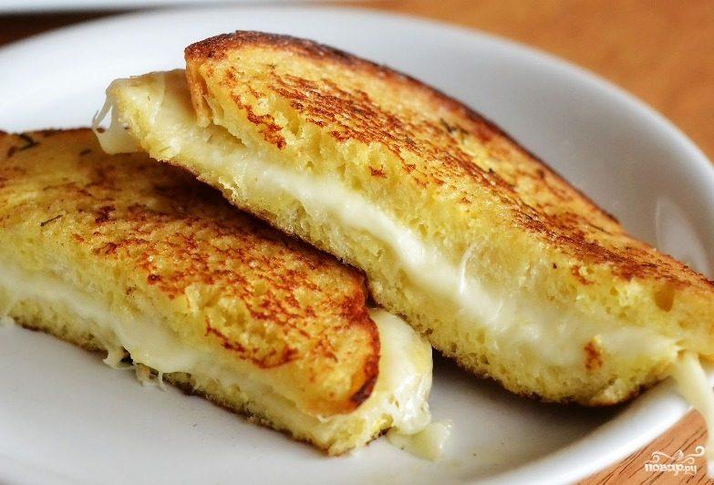 Сэндвич с сыром моцарелла