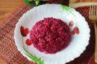 Салат со свеклой и солеными огурцами