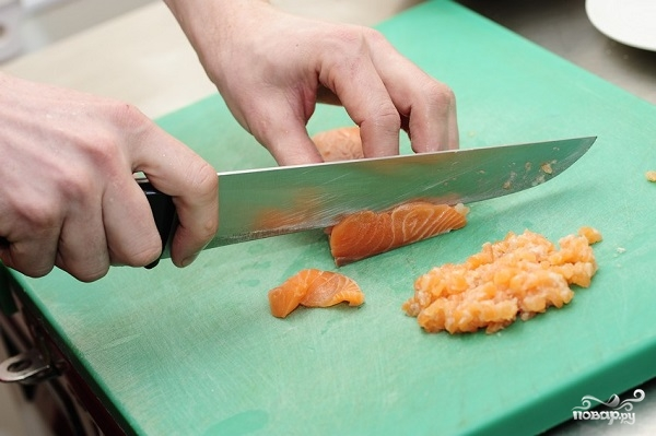 Пельмени с лососем - фото шаг 2