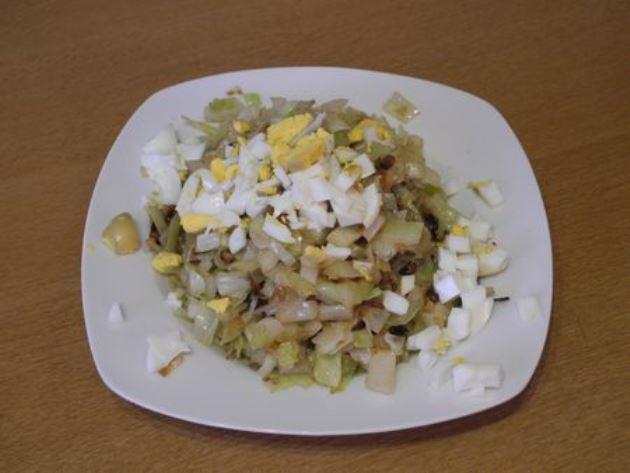 Блинчики с капустой и яйцом   - фото шаг 3