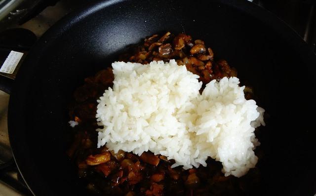 Пирожки с грибами и рисом - фото шаг 2