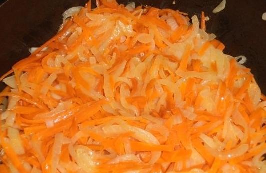 Тушеная рыба в сметанном соусе - фото шаг 2