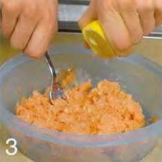 Зелёные пельмени с лососем - фото шаг 3