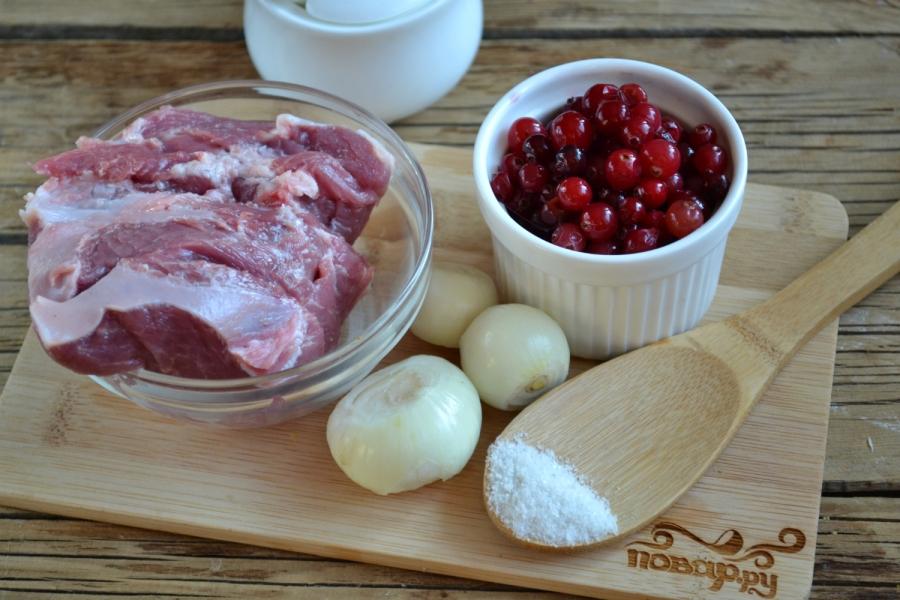 Свинина с клюквенным соусом - фото шаг 1