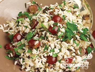 Рецепт Плов из дикого риса с розмарином и красным виноградом