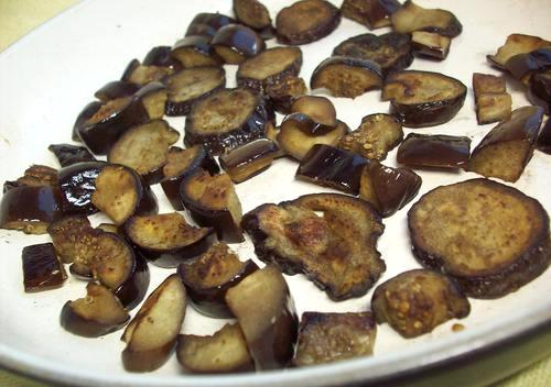 Жульен с грибами и баклажанами - фото шаг 3
