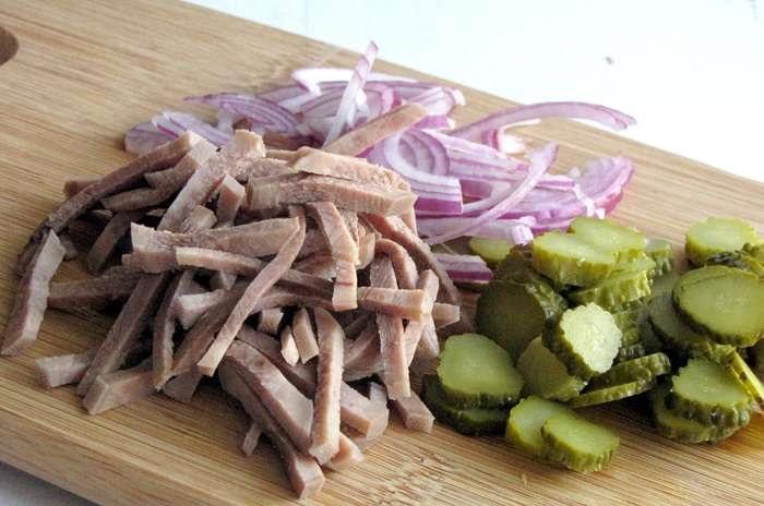 как приготовить салат из языка свиного рецепт