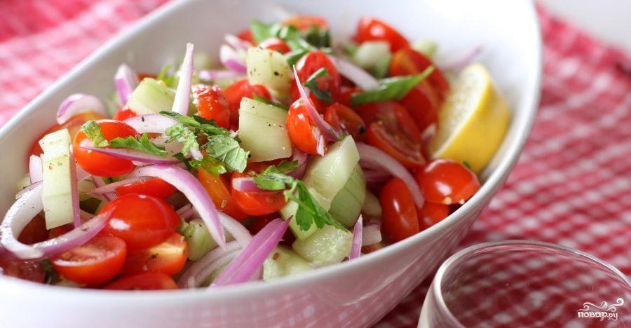Рецепт Салат с помидорами, огурцами и мятой