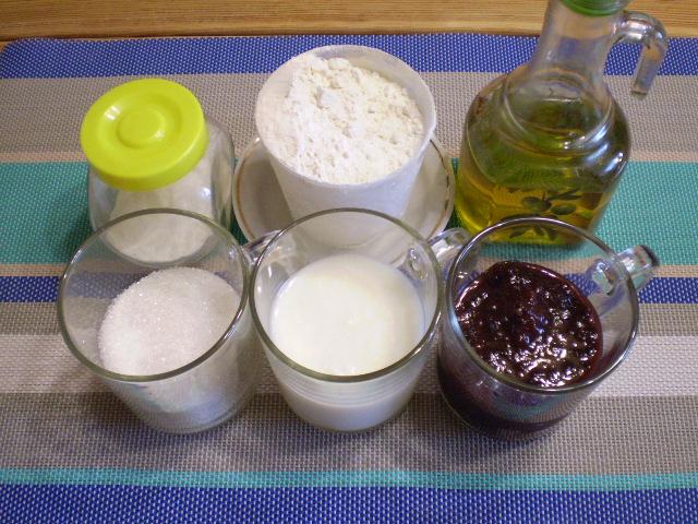 Рецепт Коврижка с вареньем на кефире