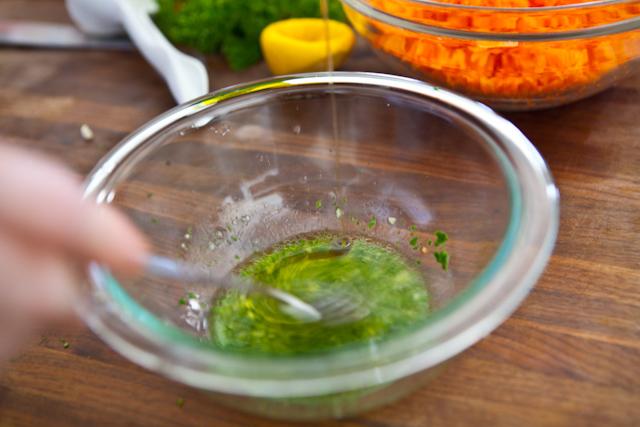 Простой салат из моркови - фото шаг 4