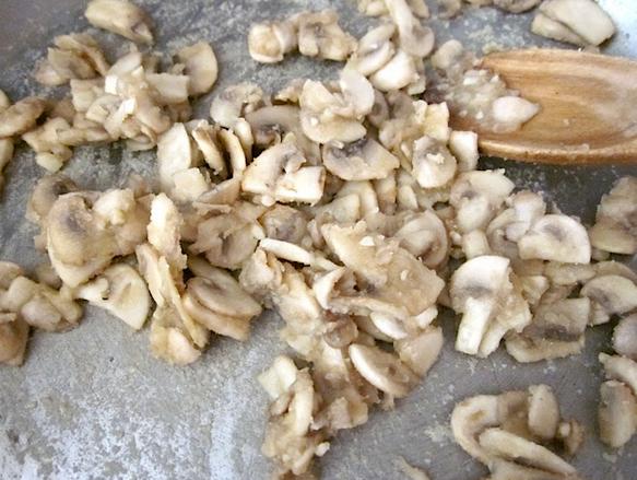 Макароны с грибами и курицей - фото шаг 3