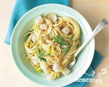 Рецепт Спагетти с морскими гребешками, луком и эстрагоном