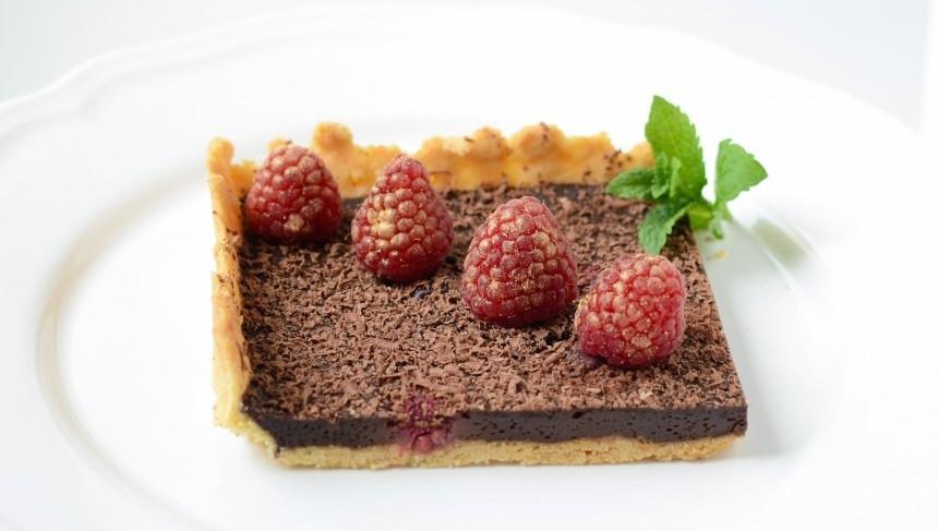 Шоколадный пирог с малиной - фото шаг 11