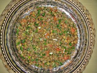 Салат с чечевицей и помидорами - фото шаг 5