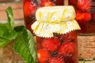 Рецепт компота из клубники на зиму