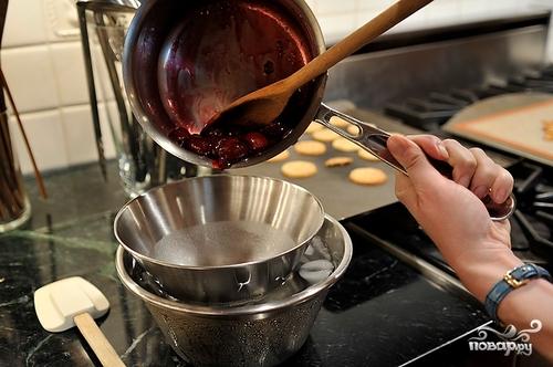 Десерт из вишни и орехов - фото шаг 4