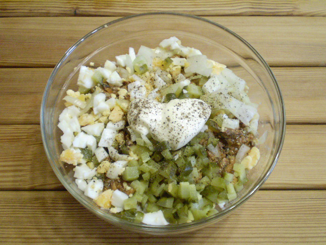 рецепт салата с килькой соленой