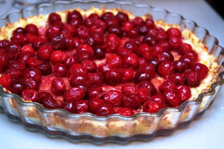 Вишневый пирог из творожного теста - фото шаг 4