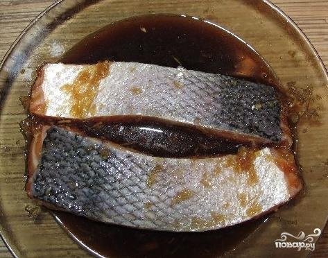 Шашлык из рыбы на шпажках - фото шаг 4