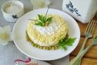 Слоеный рыбный салат