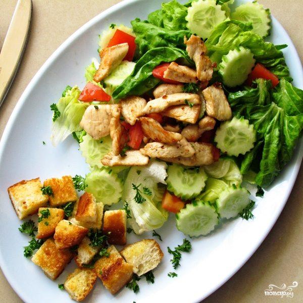 Рецепт Салат с курицей и помидорами