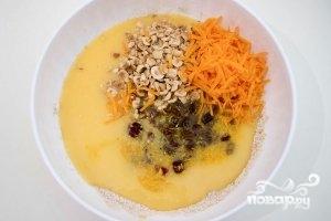 Морковный кекс с орехами - фото шаг 5