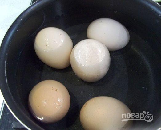 Яйца с икрой - фото шаг 1