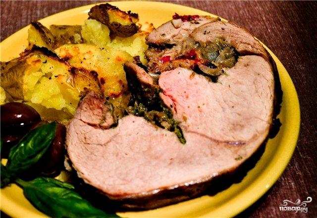 Свинина, запеченная со сливами