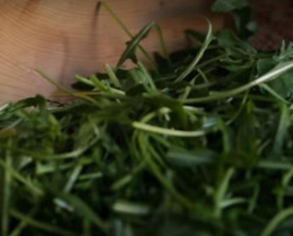 Рецепт Салат из граната и зеленого лука
