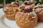 Запеченные яблоки с орехами и изюмом