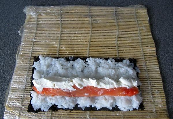 Суши с семгой - фото шаг 4