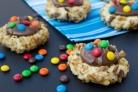 Овсяное печенье с орехами и разноцветным драже