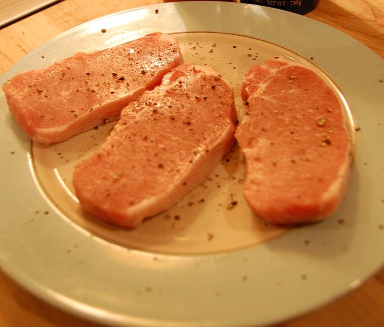 Свинина под сливочным соусом - фото шаг 2