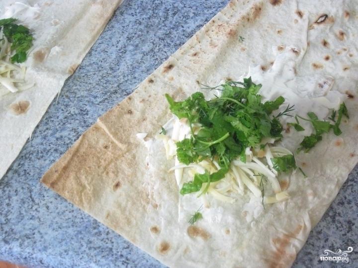 Конвертики из лаваша с сыром и зеленью - фото шаг 4