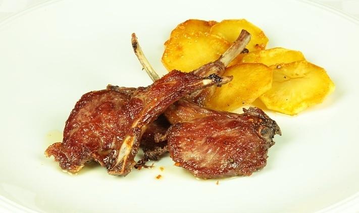Отбивные на косточке с картошкой - фото шаг 8
