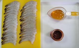 Рецепт Шашлык из креветок на шпажках