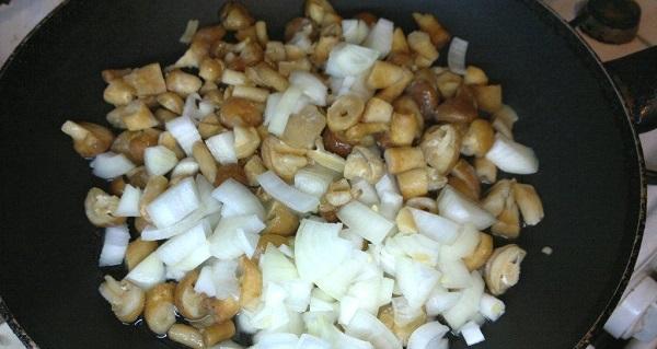 Мясо по-французски в фольге с грибами - фото шаг 3