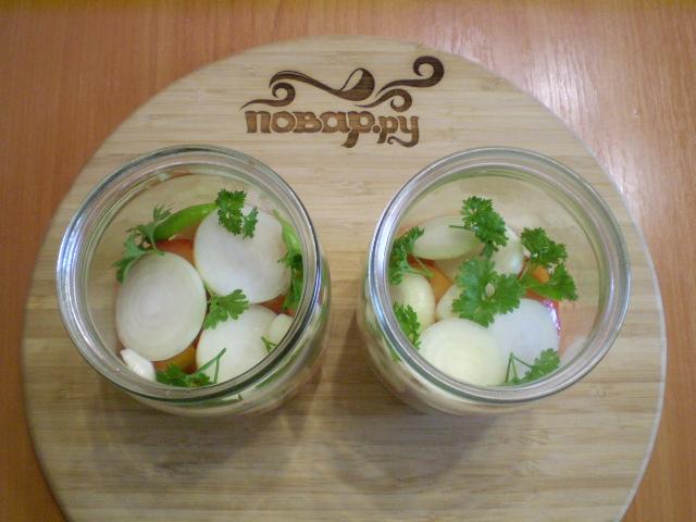 Салат из помидоров на зиму с луком - фото шаг 4