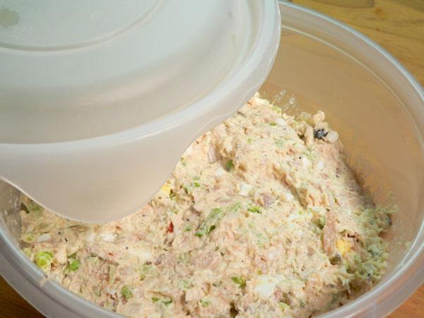 Простой салат из курицы вареной - фото шаг 8