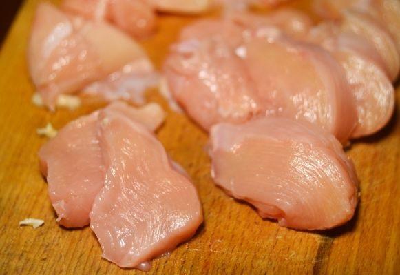 Куриные грудки в кляре - фото шаг 2
