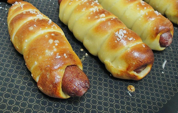 Печеные сосиски в тесте - фото шаг 6