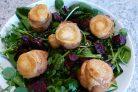 Салат из запеченной свеклы с сухариками и сыром