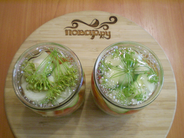 Салат из помидоров и огурцов на зиму - фото шаг 7
