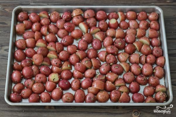 Картофель, запеченный с травами - фото шаг 6